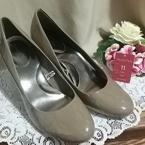 Merona taupe heels size 11